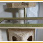 キャットタワーの透明窓付き渡り板の滑り止めと傷防止対策